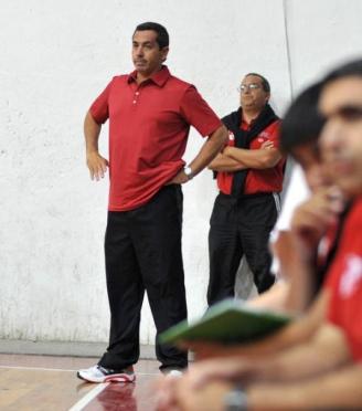 """A LUCHAR. José García, DT del """"rojo""""."""