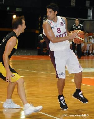 CON LA CAMISETA GRANATE. Lucas jugó en Lanús entre 2009 y 2011.