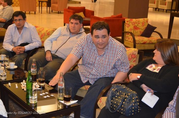 El Presidente de la FBPT Rubén Urueña (centro) encabezó la reunión con los clubes que jugarán el Torneo Provincial U15.