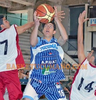 Un triple de Gastón Zalazar Rodríguez (foto), a 4 segundos del final, le dio el triunfo a los pibes tucumanos