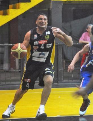 FIGURA. Sergio Ale contribuyó con 17 puntos (73% de cancha) y cuatro rebotes.