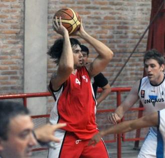 """NO ALCANZÓ. Víctor Sudol se destacó en el """"rojo"""", con 22 puntos y cinco rebotes."""