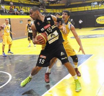 FUERZA INTERIOR. Paz Duarte sumó 18 puntos, seis rebotes y una asistencia.