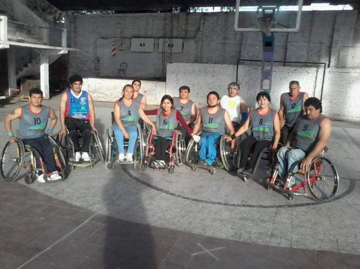 SIN PAUSAS. El equipo de Fadit se entrena en cancha de San Cayetano. La Fundación pretende organizar el próximo cuadrangular en esta ciudad.