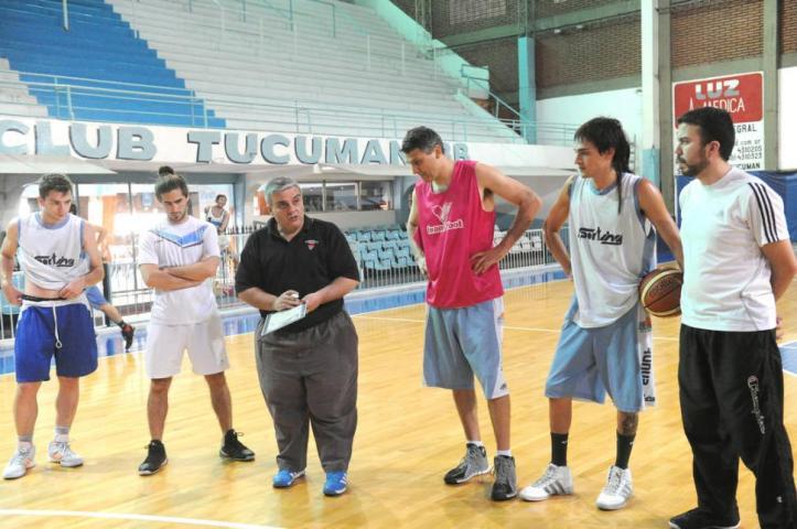 Gabriel Albornoz ya tiene experiencia en el TFB. Dirigió a Unión Orán.