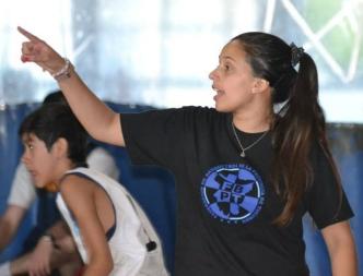 AGOSTINA VELIZ. Es la primera mujer en la historia que designa la Federación Tucumana para dirigir un seleccionado