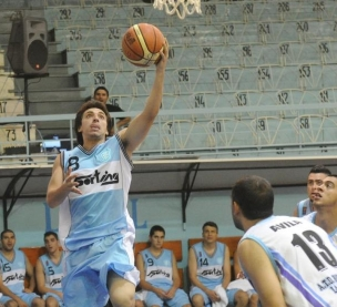 BANDEJA DE ZURDA. Cristian Soria (1-6 en triples) anota ante Ávila. LA GACETA / FOTO DE HÉCTOR PERALTA