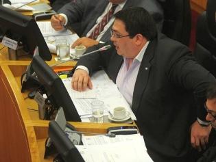"""DEL RIÑÓN DE LOS """"ELÉCTRICOS"""". Ariel García hizo una encencida defensa del proyecto de ley para restituir a Redes la propiedda ubicada en Esquina Norte. FOTO DE ARCHIVO"""