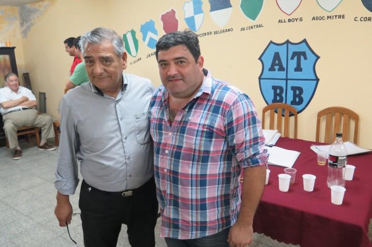 CAMBIO DE TIMONEL. Carlos Almirón, presidente saliente, y Gustavo Paz (derecha), el nuevo titular de la Asociación de Básquetbol.